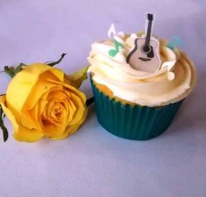 cupcake and rose