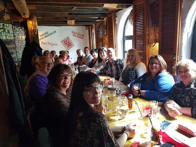THE LUNCH CROWD AT LA BRASERIA